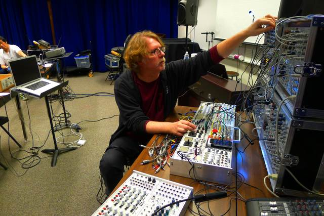 image linked to https://www.aes-media.org/sections/pnw/pnwrecaps/2013/mar_modular_synth/p1020025_640x480.jpg